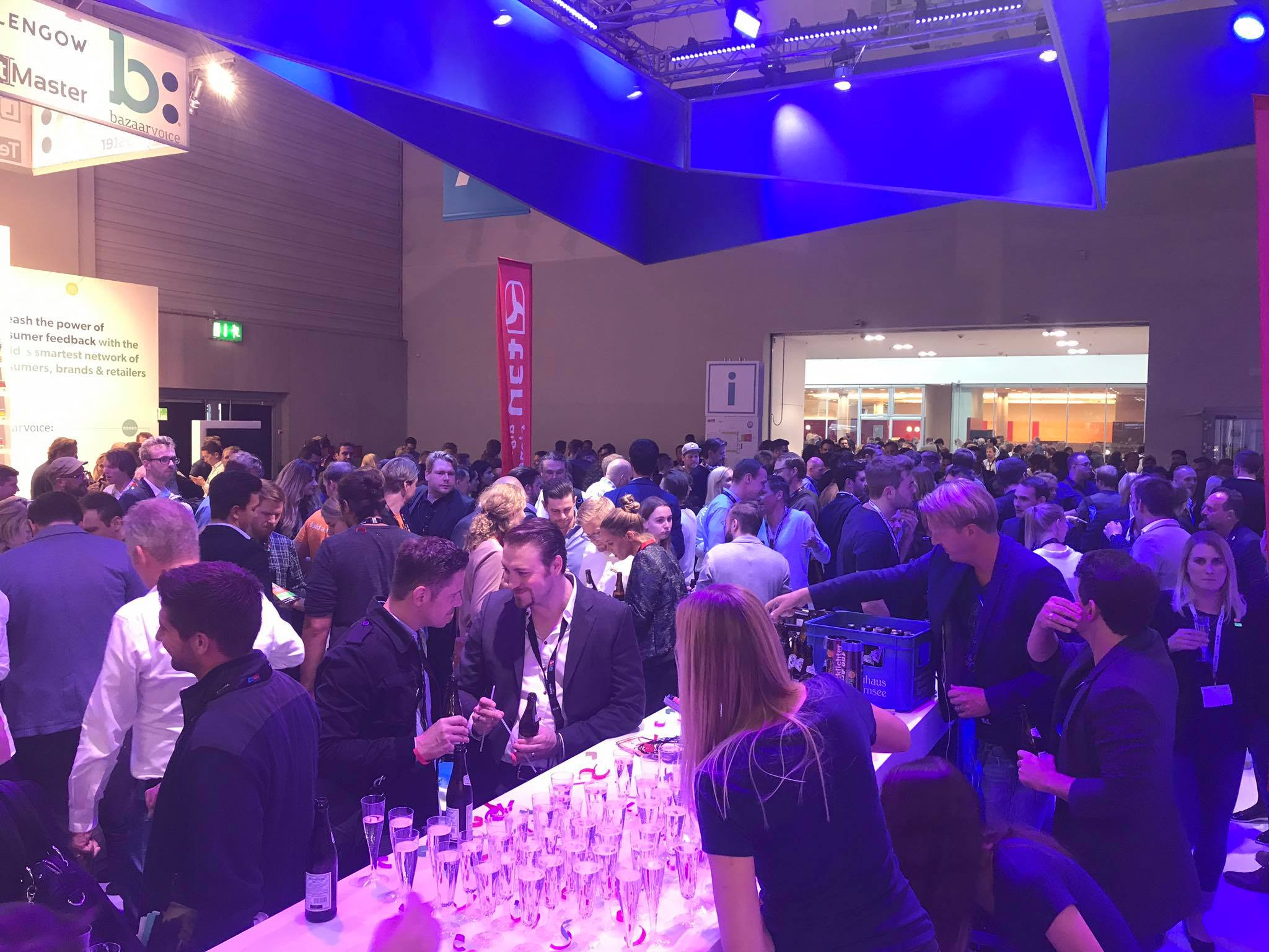 party-voller-stand3 dmexco